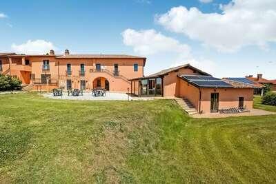 Séduisante maison de vacances à Castiglione del Lago avec piscine