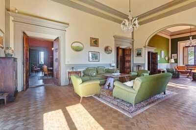 Maison de vacances confortable à Borgo San Lorenzo avec piscine
