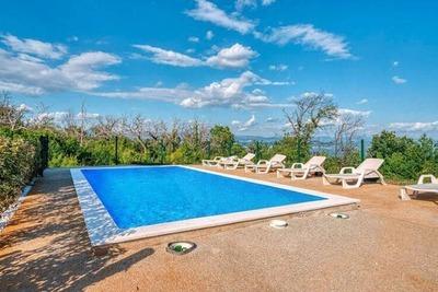 Élégante maison de vacances à Lovran avec piscine
