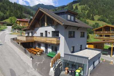 Grande maison indépendante située en bordure des pistes - départ et arrivée avec les skis aux pieds