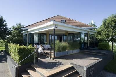 Villa moderne avec une belle terrasse sur la marina
