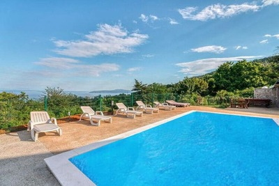 Maison de vacances simpliste à Lovran avec piscine