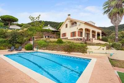 Villa moderne à Tordera avec piscine privée