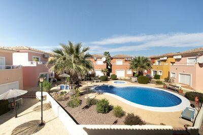 Maison de vacances sereine à Baños y Mendigo avec piscine