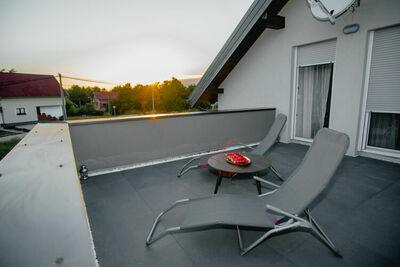 Belle maison de vacances à Lovinac avec jardin