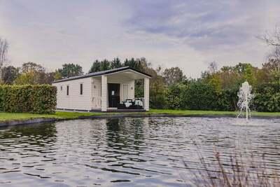 Chalet douillet au bord d'un étang, directement à l'orée des bois