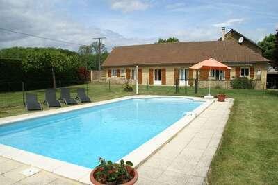 Belle maison de vacances avec piscine privée à Saint-Pompont