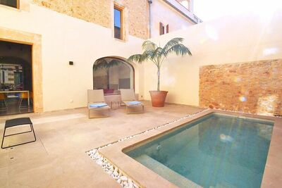 Maison de ville moderne de qualité supérieure à Petra avec piscine privée