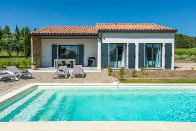 Maison de vacances isolée à Azillanet avec piscine privée