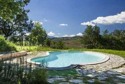 Charmante maison de vacances à Cossignano avec piscine