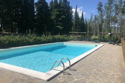 Magnifique chalet à Scheggia avec piscine