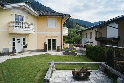 Confortable maison de vacancesavec jardin à Goldegg