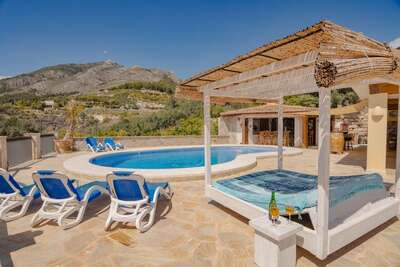 Maison de vacances sereine à Callosa d'Ensarria avec piscine privée