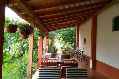 Maison de vacances en bord de mer à Starigrad avec jardin et balcon