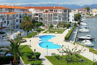 Appartement avec vue sur le canal et la piscine commune
