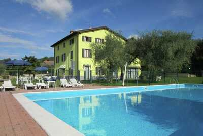 Appartement italien à Bardolino avec piscine