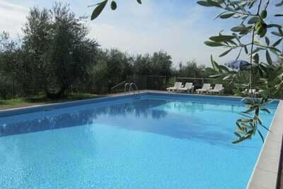 Appartement moderne à Bardolino avec piscine partagée