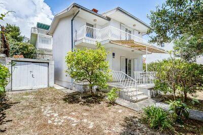 Villa confortable à Orebić avec jardin près de Seabeach