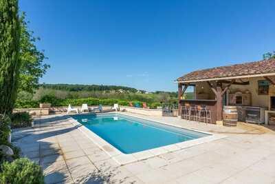 Gîte cosy à Dégagnac avec piscine chauffée et jacuzzi