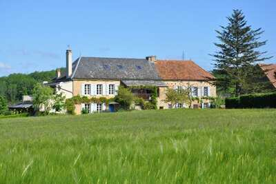 Charmante maison de vacances à Dégagnac avec piscine et jacuzzi