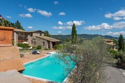 Maison de vacances à Collazzone avec sauna et piscine