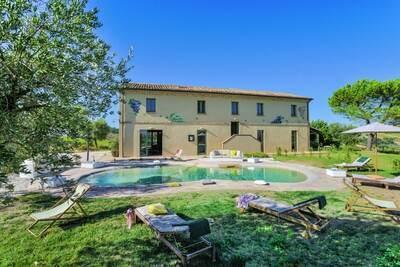 Belle villa à Barchi avec piscine privée