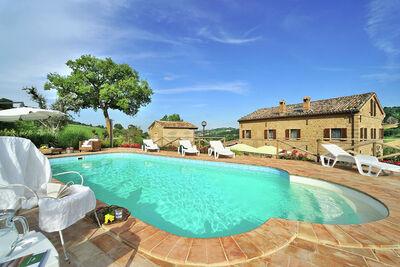 Villa exotique avec piscine privée à San Ginesio