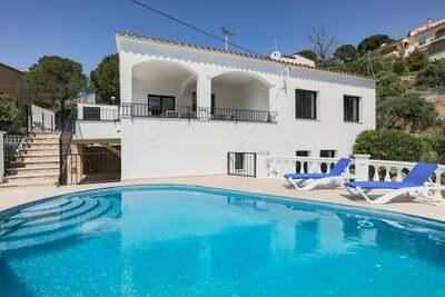 Elégante villa à Roses avec piscine privée