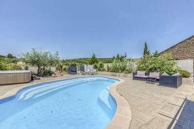 Magnifique maison de vacances à Bize-Minervois avec jacuzzi