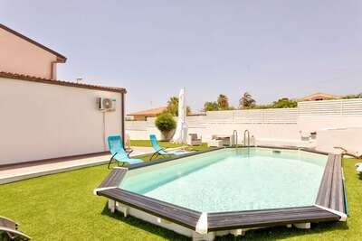 Spacieuse maison de vacances à Marina di Ragusa avec jardin