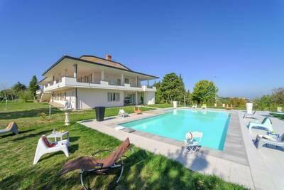 Villa spacieuse à Tavullia avec piscine privée