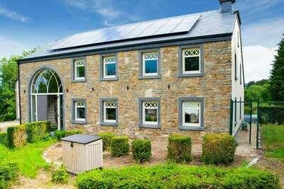 Majestueuse maison de vacances à Manhay avec piscine privée