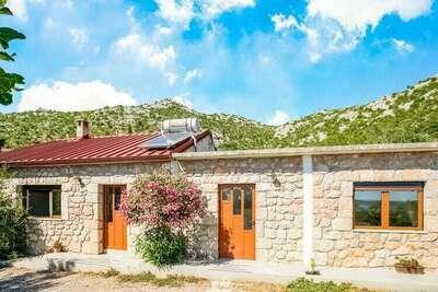 Jolie maison de vacances à Starigrad près de la mer Adriatique