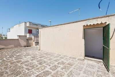 Maison de vacances confortable à Collepasso avec jardin