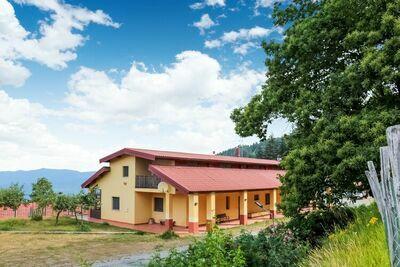 Maison de vacances pittoresque à Parenti avec jardin
