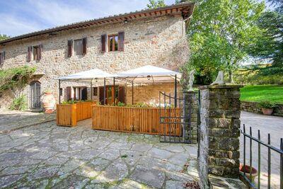 Élégante maison de vacances à Greve in Chianti avec piscine