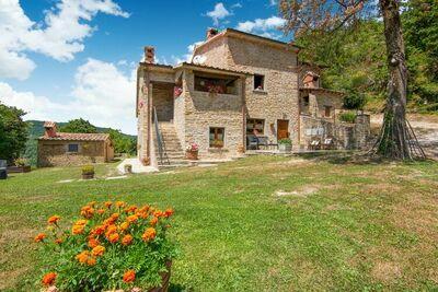 Charmante maison de vacances à Città di Castello avec jardin