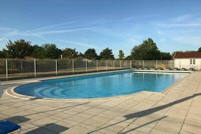 Villa calme aux Forges avec piscine