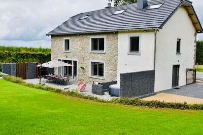 Belle maison à Manhay avec grand jardin, jacuzzi et infrastructure pour chevaux
