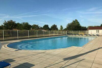 Maison de vacances apaisante avec piscine aux Forges