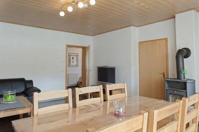 Maison de vacances couverte de neige à Winterberg avec sauna et jardin