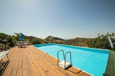 Villa Sereine à Nissoria avec Piscine Privée et Jardin