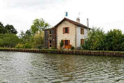 Gite de l'Ecluse - maison au bord du canal
