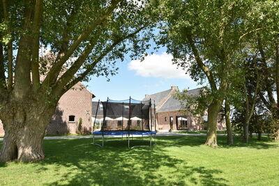 Maison de vacances spacieuse avec étang à Poperinge