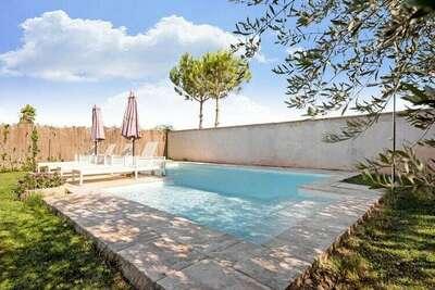 Maison de vacances animée à Fraga avec piscine privée