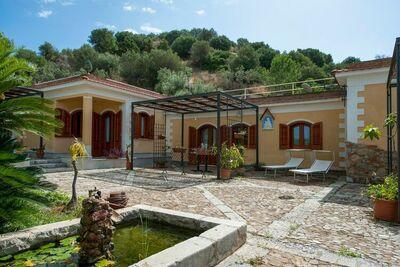 Belle maison de vacances à Termini Imerese avec terrasse couverte