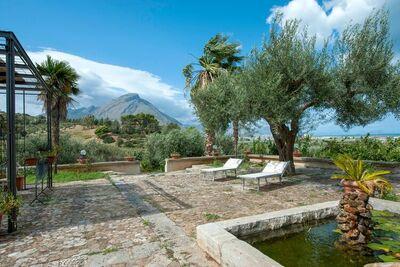 Jolie maison de vacances à Termini Imerese avec jardin