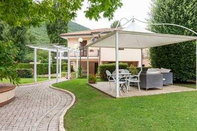 Superbe maison de vacances à Foligno avec sauna