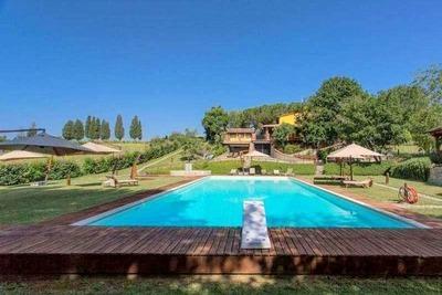 Gîte toscan exotique et rustique avec de grands espaces