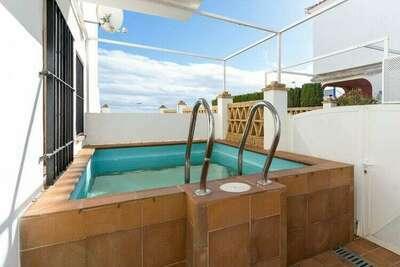 Agréable maison de ville à Isla Cristina avec une piscine privée